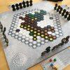 頭脳をフル回転させるボードゲーム!ライナー・クニツィアの「インジーニアス」レビュー」
